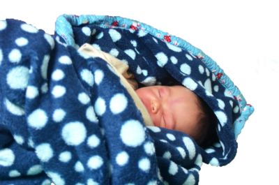 Babydecke mit Kapuze und Saumband