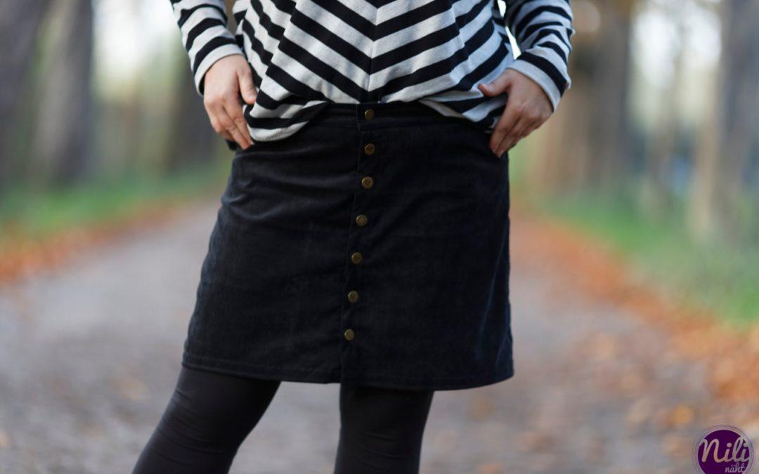 """Cordrock & EasyPeasy Shirt – Outfit 2 zum Motto """"Schwarz ist mein Bunt"""""""
